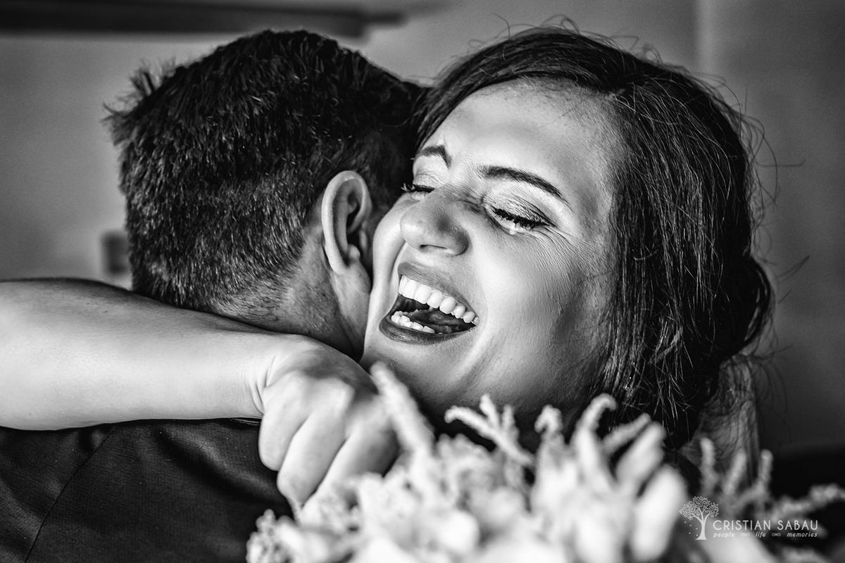 mireasa fericita in fotografie de nunta